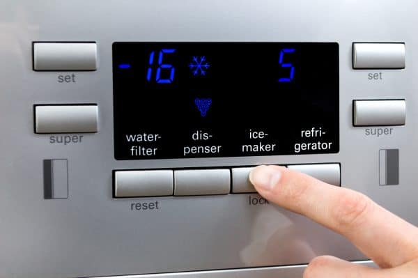 how much ice does a refrigerator make?